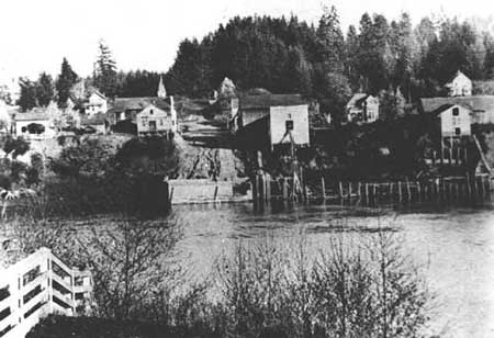 Butteville waterfront circa 1905, from across the Willamette River [Photo courtesy Oregon Historical Photograph Collection, Salem Public Library]