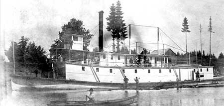 The stern-wheeler Three Sisters, built with a shallow draft to ply the Upper River to Corvallis [Photo courtesy Oregon Historical Photo Collection, Salem Public Library]